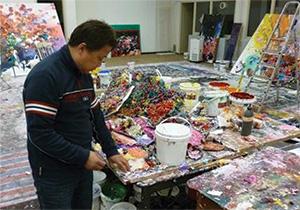 Zhuang Hong Yi in his studio