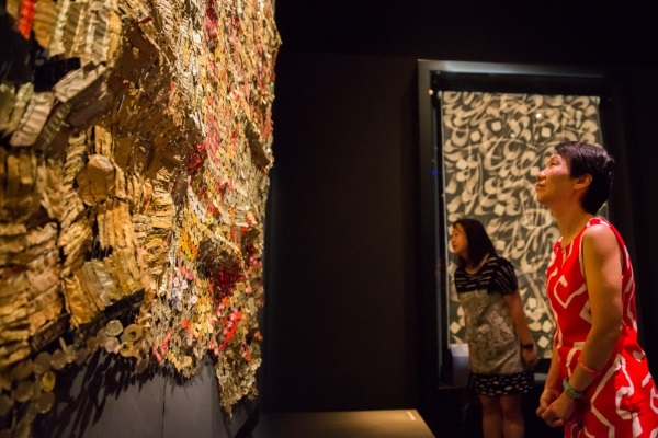 Minister Fu in front of El Anatsui's Woman's Cloth in The Modern World section of the exhibition.