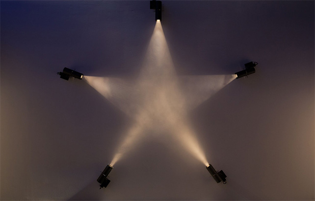 Freak Star n°2, 2005. Ann Veronica Janssens - Collection FRAC Bourgogne - Photo courtesy of National Museum of Singapore, NHB