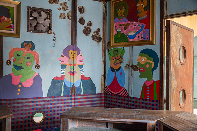 Putar Alam Café is a social experiment to show how the media profoundly affects our perception and understanding of things around us. Azizan Paiman, Putar Alam Cafe, 2016, Image courtesy of Singapore Art Museum